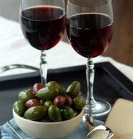 dos copes vi amb olives_ret